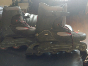 Pre-Owned Mens Size 13 Rollerblades.