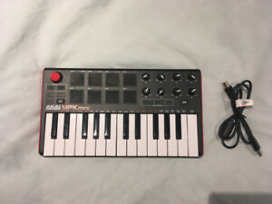 AKAI Professional MPK Mini Compact Keyboard and Pad Controller