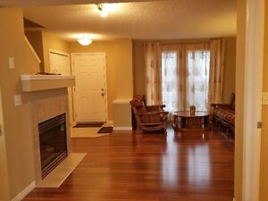 Like New townhouse close to Rec centr highschool bus shops
