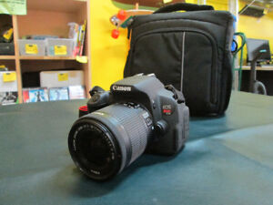 Canon EOS T5i w/ Bag For Sale at Nearly New!