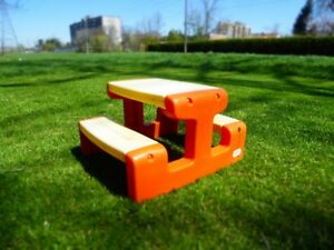 "1 – LITTLE TIKES ""TWO-TONE"" CHILDREN'S PICNIC TABLE."