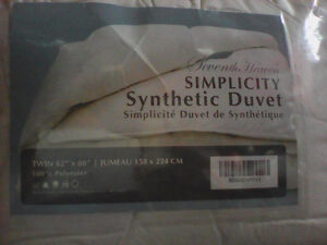 NEW - SIMPLICITY SYNTHETIC DUVET..TWIN SIZE 62 X88