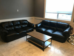 BLACK LEATHER SOFA/COUCHES