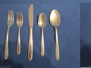 100 ONEIDA CAPRI  5 PIECE SILVERWARE SETS: KNIFE FORKS SPOONS