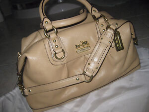 AUTHENTIC COACH all leather NEW , never used. SABRINA satchel