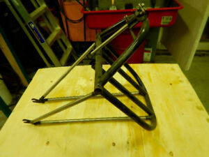 Support frontal type courrier front rack