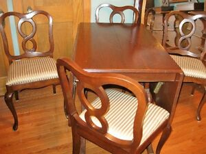 NEWLY REFINISHED DUNKYN FYFE TABLE WITH CHAIRS