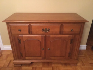 Vintage Vilas Dining room server. EXCELLENT condition,