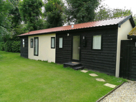 Fully furnished Lodge for rent - bills included