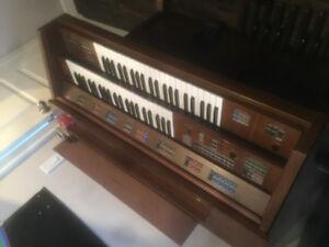 Vintage Yamaha electone FE-40