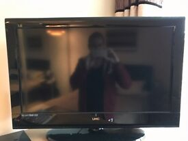 """32"""" UMC Freestanding TV for sale with built in DVD Player and TV remote included £50"""