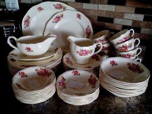 Set de vaisselle antique avec bordure 22K