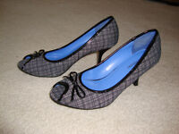 Women's Gingham Style Shoes (Size 8.5)