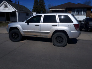 2005 JEEP GRAND CHEROKEE LIFTED ON 35'S RUNS DRIVES STOPS 266kms