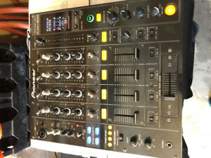 Pioneer DJM 800 with box and road case