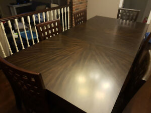 Very Good Condition Stylish Dark Brown 8 Person Dining Table.