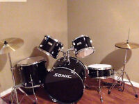 Nice beginner intermediate set of drums like new condition