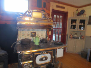 Beautiful Findlay Antique Stove