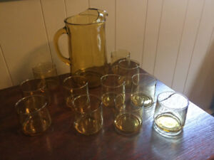 Mid Century Yellow Jug and 11 Glasses