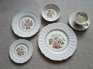 Fine Dishes - Royal Doulton Grantham D5447