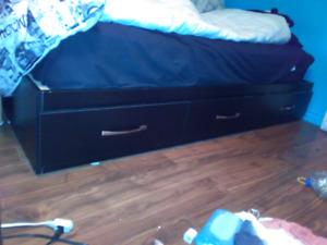 Base de lit simple à vendre!