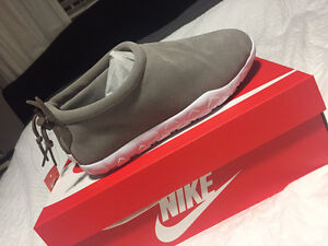 Brand New Light Taupe Nike Air Moc Ultra