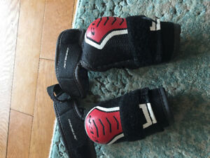 CCM JR Small elbow pads