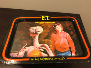 E.T. vintage TV tray. 1982. good condition for its age. only 20$