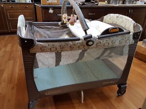 Graco Playpen with Change Table and Bassinet Level