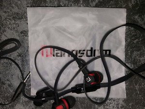 Bass earbuds headphones with talk button, mic, and clip. NEW