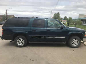WILL SELL FOR $8500 TODAY! 2005 Suburban low kms 4x4