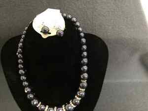 Collectible Antique Beautiful Necklace and Earring Set London Ontario image 3