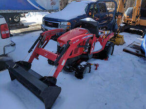 Like New 2011 Massey Ferguson GC2400