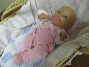 Bébé berenger et son beau moïse 4 tenues suce biberon et doudou