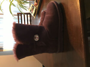 Lightly used ugg boots
