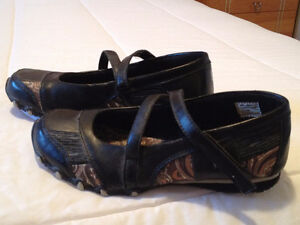 *Price Reduced* Request Slip Ons Size 6 Cambridge Kitchener Area image 1