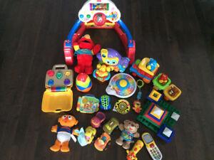 Lot de jouets pour bébé - lot of toys for baby