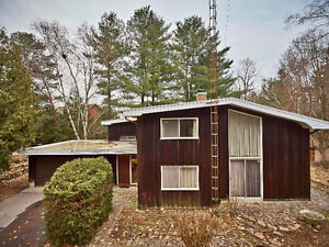 5 Bdr Mid Century Modern Home On 2 Acres In Centre of Pickering