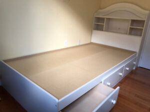 South shore  Mates  bed with bookcase headboard  set