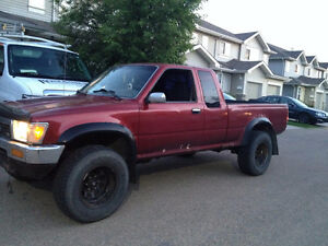 1991 Toyota Pickup Truck - 4X4 manual 5 Speed V6 STRONG ENGINE