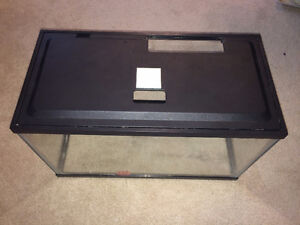 5 gal fish tank with accesoires