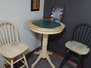 Little bar table with 2 chairs