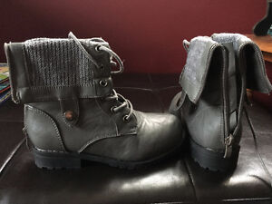 Size 1 Girls boots Windsor Region Ontario image 1