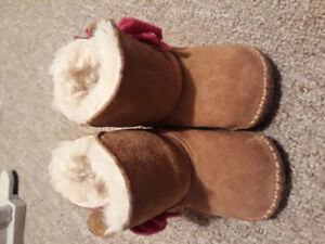 UGG baby bootie us size 2/3