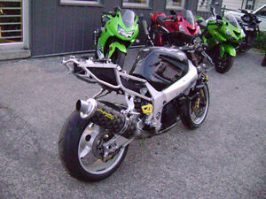 Parting Out 2001 GSXR 1000 GSXR1000 01 02 Frame For Sale Sarnia Sarnia Area image 3