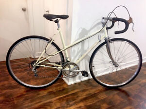 Vintage 1980's Bianchi Mixte 12-speed touring bike, very stylish