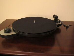 Pro-Ject Elemental turntable Black-Silver
