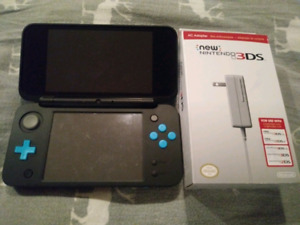 Nintendo 2DS XL & Charger