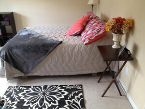 Master Bedroom With Ensuite for Female, Under 10 min Walk To MUN