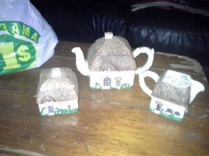 Cottage tea pot set